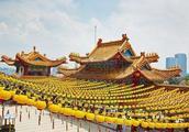 三大集团占据全球经济的百分之85,中国是未来世界经济发展引擎
