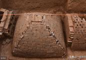 中国两千多年前就有金字塔只不过在地下,现在已经在郑州挖掘出来