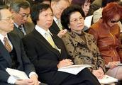 """香港女首富易主:""""郭老太"""" 完胜""""金融一姐"""",女大佬啥来头"""