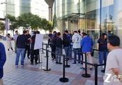 苹果遇华为顿显尴尬,华为Mate 20系列手机火热销售场面