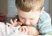 二胎与老大相差几岁最合适?专家建议:这个年龄差对孩子最好