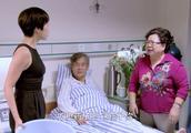男子好心去医院看病人,被病人女儿辱骂,病人妻子骂女儿:快滚