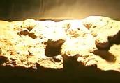 村民发现30枚石头圆蛋 疑似恐龙蛋化石 这下村民坐不住了