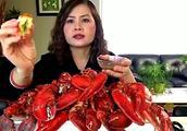 越南裔吃播大姐吃龙虾,这么大一盘龙虾得花不少钱吧