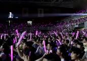歌曲:《广东爱情故事》现场带字幕,演唱:广东雨神