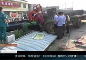 拖车突然减速,因来不及躲避发生车祸,都是超速惹的祸!