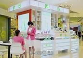 总裁母亲到自家商场买化妆品,没想服务员的态度这么恶劣,气坏了