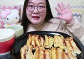 20个锅贴四种口味 咖喱 韩式辣味 玉米味 招牌锅贴 皮蛋瘦肉粥