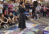 香港旺角歌龙婷尝试演唱经典老歌《上海滩》