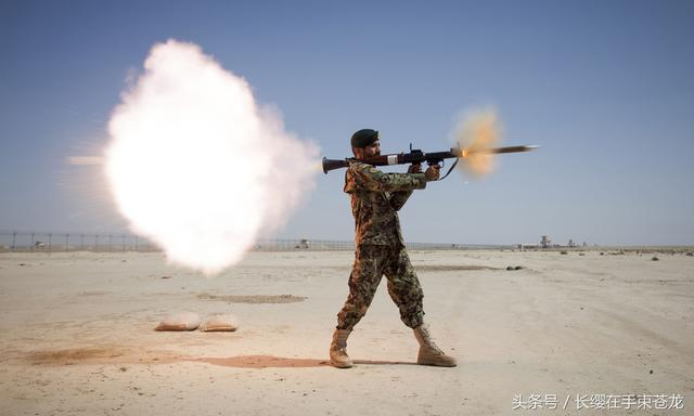 Rocket-propelled grenade,缩写:RPG