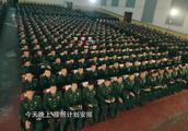 王宝强重唱《士兵突击》歌曲,全场沸腾,在今天终于还了债