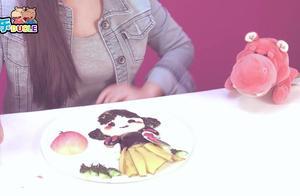 白雪公主很漂亮哦!小朋友喜欢吗?一起用水果拼一个吧!