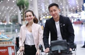 韩庚卢靖姗现身机场,低调又幸福的一对明星情侣,很羡慕他们
