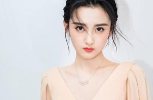 21岁宋祖儿晒最新美照,配文:心动的感觉,是真爱吗? 
