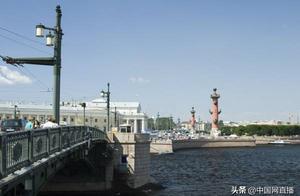 中国女游客在俄拍照落水溺亡,俄出动5艘舰艇水下搜索