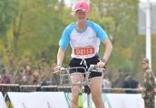 女选手骑单车参加马拉松,违反规则途中骑车,组委会:终身禁赛!