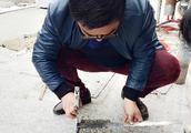 网友质疑扬州凤凰岛路拓宽改造偷工减料,检测机构取样检测