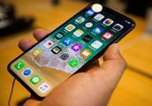 苹果证实iPhoneX屏幕问题 将免费换屏 用户自费维修可能达6616元