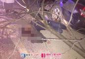 惨烈!车顶被掀开,树干被撞断,柳州一司机被甩出车外身亡