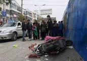 痛心!扬州一渣土车与电动车同向混行出意外,电动车主当场身亡!