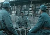 李云龙当众侮辱蒋委员长,楚云飞话里藏刀硬怼!政委机智和局!牛
